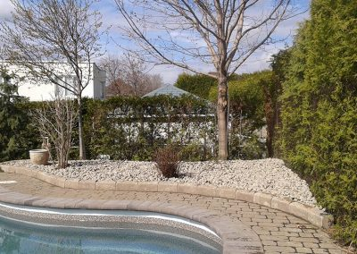 Plate bande de contour de piscine - Aménagement Paysagement Goyer-Rive-Sud