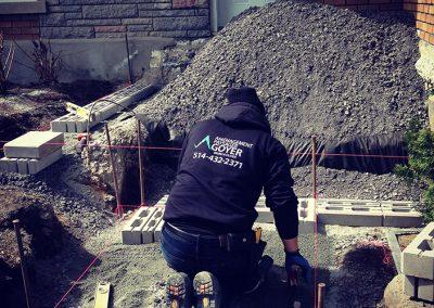 Nivelage de terrain avant terrassement de devant de maison - Aménagement Paysagement Goyer - Rive-Sud