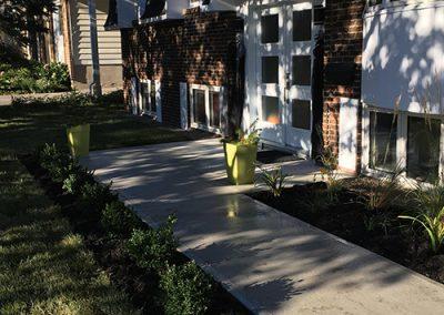 Terrassement plate-bande et chemin de béton - Aménagement Paysagement Goyer - Rive-Sud